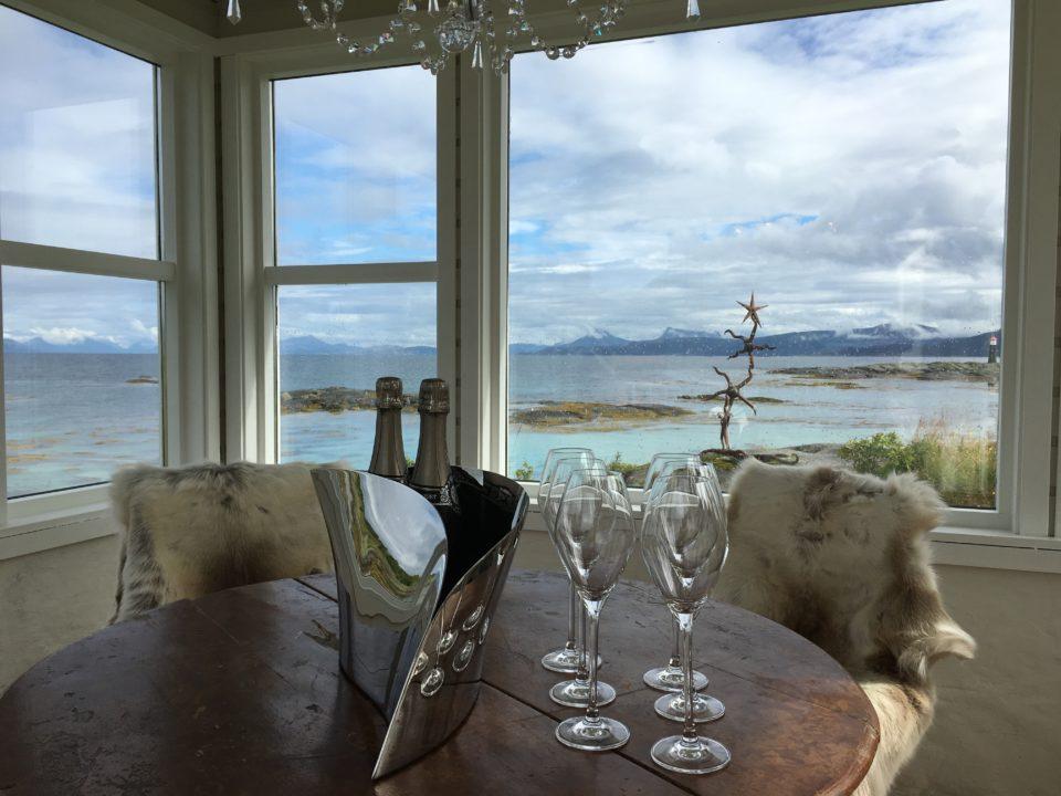 Det havnære Champagnehuset i Tranøy Galleri er et godt sted å være-kopi 2
